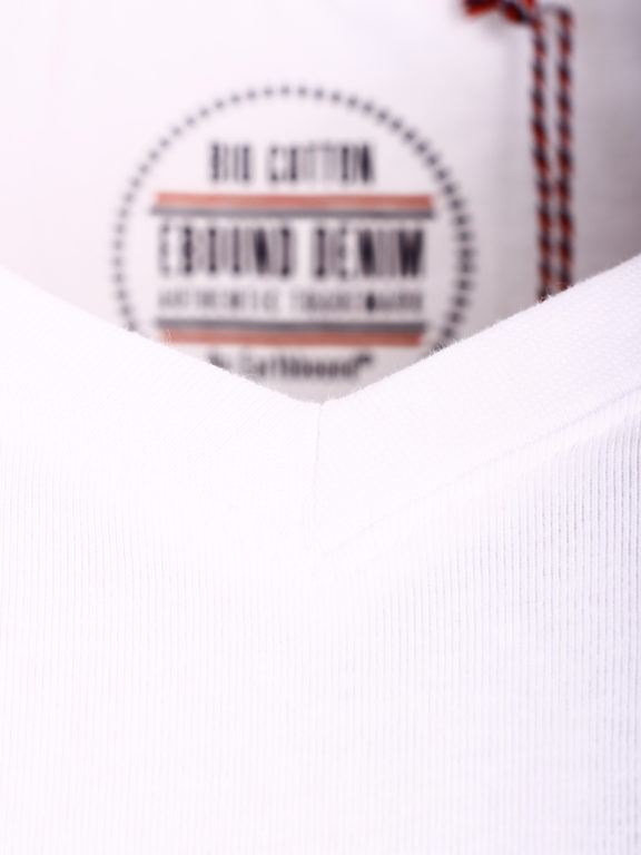 E-Bound t-shirt wit bio katoen basic shirt met v-hals 147315.H.TS.VX (2)